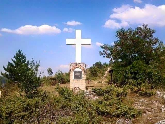 Готовуша Крст од камена