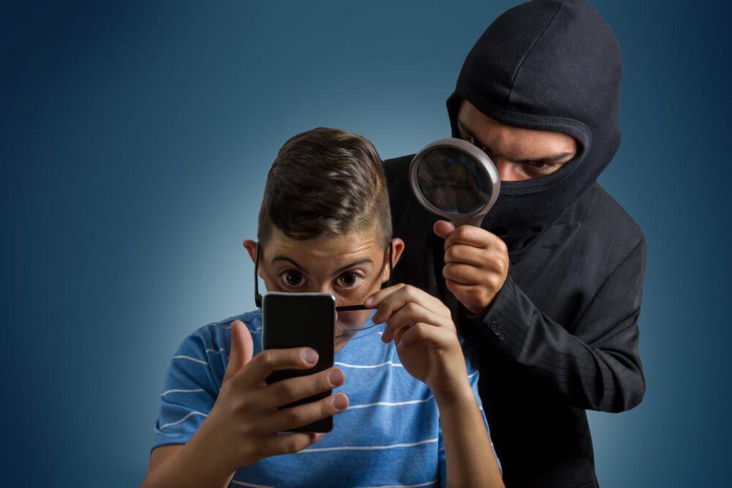 Телефон вас прислушкује и то сте му једним кликом омогућили